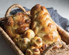 Braided challah is the most traditional form, with the braided presentation turning the egg-y dough into a work of art. Challa Bread, Cinnamon Babka, Savarin, Savoury Baking, Jewish Recipes, Easy Bread, Challah, Some Recipe, Bread Rolls