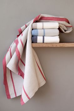 The Mungo Huck Towel is made from cotton & linen. Perfectly suited to the bathroom or beach. Huck Towels, Turkish Towels, Decoration, Beach Towel, Cotton Linen, Organic Cotton, Hand Weaving, Cool Style, Gift Tree