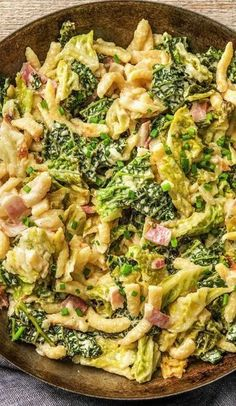 Fried spaetzle with bacon recipe Hello Fresh- Step by step recipe: Fried spaetzle with bacon, strong mountain cheese and savoy cabbage. Greek Recipes, Mexican Food Recipes, Vegetarian Recipes, Dinner Recipes, Healthy Recipes, Hello Fresh Recipes, Savoy Cabbage, Lard, Spaghetti Recipes