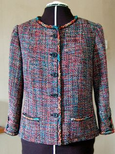Vogue 8804.  Chanel jacket construction. Photo tutorial of key steps by Ann Rowley (winner of the 1st Great British Sewing Bee).