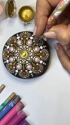 Beton Diy, Home Decor, Pink, Mandala Art, Mandala Rocks, Art On Wood, Paint Techniques, Painting On Stones, Dots