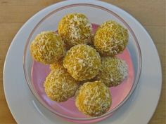 Raw Vegan Mango Coconut Balls - These raw vegan mango coconut balls are super easy and TO DIE FOR! Just throw everything in your food processor and devour.