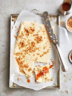 Tässä juustokakkureseptissä pohja tarjotaan murusina, jotka voi halutessaan ripotella kakun päälle. Tai olla ripottelematta.