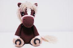 Crochet amigurumi horse made by Iradumi