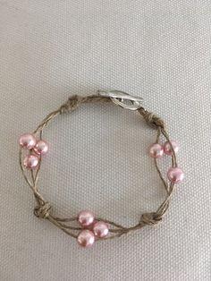 Élégant Bracelet femme en lin et perles roses renaissance en verre Hemp Jewelry, Leather Jewelry, Cute Jewelry, Beaded Jewelry, Beaded Bracelets, Etsy Jewelry, Pearl Bracelet, Silver Bracelets, Diy Bracelets Easy