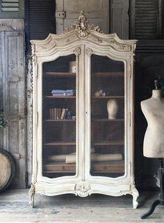 Belle armoire de français Louis XV vintage par Louisagraceinteriors