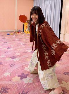 Japan Woman, Kawaii Cute, Cute Girls, Asian Girl, Kimono Top, Beautiful Women, Sari, Cosplay, Poses