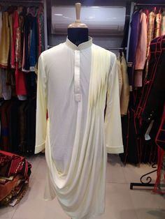Kurta Men, Mens Sherwani, Indian Men Fashion, Mens Fashion Suits, Men's Fashion, Mens Traditional Wear, Wedding Dress Men, Wedding Wear, Boys Kurta Design