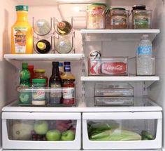 un frigo ouvert bien rangé