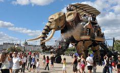 Elefante mecânico de 12 metros é atração turística na França