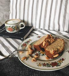 Bananenbrot mit Erdnussbutter und Nüssen About Me Blog, Breakfast, Food, Peanut Butter, Meal, Eten, Meals, Morning Breakfast