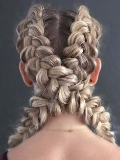 40 Prettiest Criss Cross Dutch Braids to Create in 2018. Browse this post to see how to create the stunning styles of criss cross braids to wear on various seasons of the year. This tutorial will teach you how you can easily replace your boring hairstyles into fresh styles of criss cross braids. We have rounded up here the most beautiful styles of braids here for 2018.
