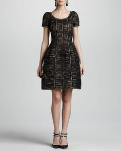 This Oscar de la Renta dress showcases a sculpted silhouette to present ladylike lace in a new light