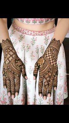 New wedding pictures night beautiful Ideas Wedding Henna Designs, Indian Henna Designs, Latest Bridal Mehndi Designs, Modern Mehndi Designs, Mehndi Design Pictures, Mehndi Designs For Girls, Mehndi Designs For Fingers, Dulhan Mehndi Designs, Beautiful Henna Designs