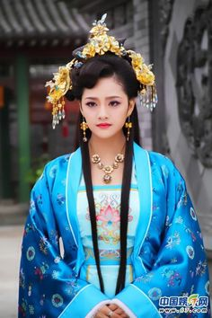 Chinese Ancient Ming Dynasty Imperial Consort Embroidered Dress Costume and Headpiece Complete Set for Women Chinese Traditional Costume, Korean Traditional Dress, Traditional Dresses, The Empress Of China, Hanfu, China Girl, Chinese Clothing, Special Dresses, Chinese Actress