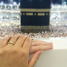 Uploaded by Princesse. Find images and videos about mekka, couple and islam on We Heart It - the app to get lost in what you love. Cute Muslim Couples, Muslim Girls, Cute Couples, Muslim Family, Muslim Women, Hand Pictures, Couple Pictures, Hand Pics, Muslim Couple Photography