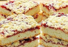 Simple cake Ingredients: ● Jam ● 250 g margarine or butter ● 5 cups flour ● 1 Cup sugar ● 2 eggs ● 1 sachet of vanilla sugar ● 1 sachet of baking powder Sunflower Cakes, Polish Recipes, Cake Ingredients, Dessert Recipes, Desserts, Yummy Cakes, Sweet Recipes, Easy Recipes, Bakery