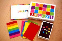 机にきれいな虹色がたくさん広がるカードゲーム「JELLY!」 | roomie(ルーミー)