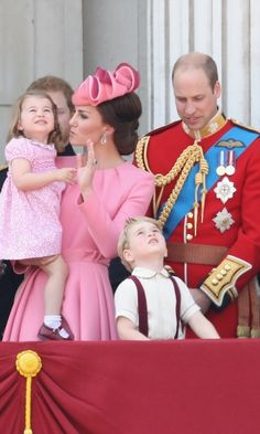 Kate encouraged her little girl to wave at the planes as they fly over the balcony. <br><p>Photo: © Getty Image