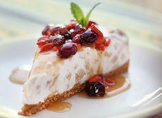 Cheesecake de maçã com iogurte e calda de goji berry e groselha fresca (Foto…