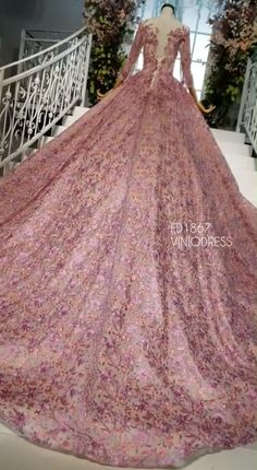 Luxury Embroidery Lace Couture Ball Gown Beaded Debut Dresses - Vintage luxury embroidery lace ball gown with long sleeves. Source by viniodress - Lace Ball Gowns, Ball Gowns Evening, Ball Gowns Prom, Ball Gown Dresses, Vintage Ball Gowns, Pakistani Bridal Dresses, Bridal Gowns, Wedding Dresses, Debut Dresses
