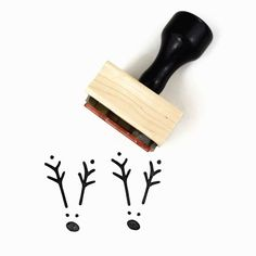Rubber Stamp w/Wood Mount & Handle ▴ DESIGN ▴ Minimal Reindeer ▴ SIZE ▴ Approx 1 x 1.5 (2.5 cm x 3.8 cm) ▴ DETAILS ▴ This stamp is a hand-drawn design. ▴ A sweet & simple reindeer for your Christmas DIYs - super cute stamped over top of a little fingerprint for a childrens project. ▴ Easy