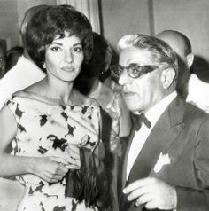 Opera star Maria Callas and Greek shipping owner Aristotle Onassis. Maria Callas, Heaviest Woman, Jacqueline Kennedy Onassis, Famous Couples, Famous Men, Opera Singers, Real Style, Belly Dancers, Retro