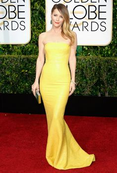 Leslie Mann is beautiful in yellow!