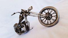 digger de metal reciclado hecha con soldadura de Arco y casi todas sus piezas fabricadas a mano