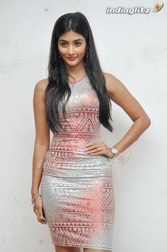 Indian Bollywood Actress, Indian Actress Hot Pics, Tamil Actress Photos, Bollywood Girls, Beautiful Bollywood Actress, Beautiful Indian Actress, Bollywood Fashion, Beautiful Actresses, Indian Actresses