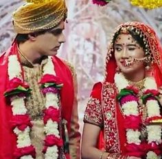 Awesome shadi song for whatsapp status. Cutest Couple Ever, Cute Love Couple, Best Couple, Romantic Couples, Cute Couples, Full Mehndi Designs, Shivangi Joshi Instagram, Girl Hiding Face, Kaira Yrkkh