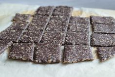 Veselé Borůvky: Makové krekry - jednohubky Raw Food Recipes, Candy, Chocolate, Raw Recipes, Chocolates, Sweets, Candy Bars, Brown