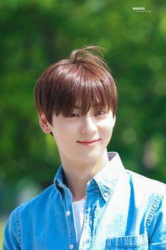 Nu Est Minhyun, Pledis Entertainment, Jonghyun, Kpop, Park, Wallpaper, Wallpapers, Parks, Wall Papers