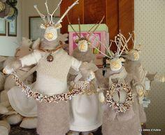 Natale con le renne in cartapesta vestite