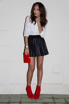 Allie Deberry, she pulls of this leather skirt with style! Also ...