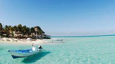 Playa del Carmen. Une cité balnéaire animée (hôtels, restaurants, boutiques, bars…), des plages divines, un lagon clair, voilà qui fait le succès de cette côte du Yucatan qu'on appelle la Riviera Maya, en raison de sa proximité avec les sites archéologiques.