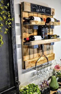 Pallet Wine Rack Diy, Rustic Wine Racks, Rustic Shelves, Crate Shelves, Wine Rack Wall, Wine Wall, Wine Glass Holder, Ideas Para Madera, Painting Shelves