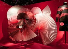 Chinese Wedding Decor, Chinese New Year Decorations, New Years Decorations, Window Display Design, Store Window Displays, Booth Design, Design Blog, Design Art, Foto Art