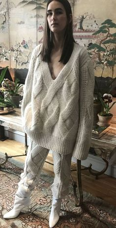Oversized sweater and knitted trousers -- baz Knitwear Fashion, Knit Fashion, Gros Pull Mohair, Knitting Designs, Mode Style, Sweater Weather, Autumn Winter Fashion, Lana, Hand Knitting