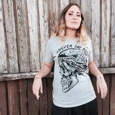 "Hardtimes Design su Instagram: ""Never say die  Skull unisex t-shirt available on hardtimestore.etsy.com #skull #neversaydie #goonies #sailor #sailorskull #traditionaltattoo #tattoo #tshirt #illustration #vintage #screenprint #oldschool #teschio #thegoonies #blacksabbath #marinaio #sailortattoo #tees #tee #unisex #giftidea #alternative #tee #skulltattoo #tee #tees #apparel #designer #skullart #screenprinting #look #lookbook #vintage #illustration #drawing #etsy #gift #shirt #goonies"