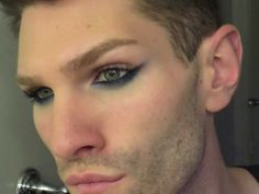Egyptian Eye Makeup for Men. I can see doing this for certain concerts and clubs… Egyptian Eye Makeup for Men. I can see doing this for certain concerts and clubs. Fairy Eye Makeup, Halloween Eye Makeup, Cat Eye Makeup, Smokey Eye Makeup, Makeup Man, Makeup Inspo, Makeup Inspiration, Makeup Ideas, Egyptian Eye Makeup