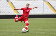 Sophie Schmidt - Love her powerful ballstrike - great posture! Sophie Schmidt, Social Media Pages, Love Her, Soccer, People, Sports, Women, Football, Women's