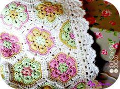 """l'année bien sur mais surtout la couverture bébé, mon dernier projet crochet, ou plutot du """"tapis de fleurs africaines"""". Encore deux-trois fils à rentrer et je songe à ajouter un ruban dans le rang à trou-trou. J'ai finalement réussi à trouver comment..."""
