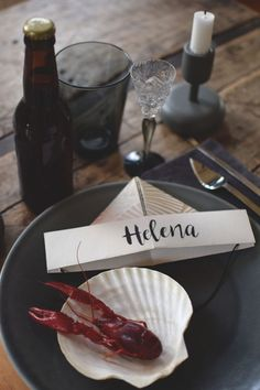 Fold paper hat - fun table position for crawfish - Floral Garden Ideas Fish Boil, Crawfish Party, Scandinavian Garden, Cool Tables, Sweet Pastries, Holidays And Events, Soul Food, Party Planning, Food Porn