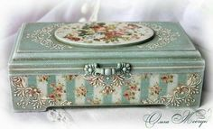 Inspired by how this is finished with it's trim and texture. Decoupage Art, Decoupage Vintage, Cigar Box Crafts, Shabby Chic Crafts, Pretty Box, Altered Boxes, Jewellery Boxes, Craft Box, Keepsake Boxes