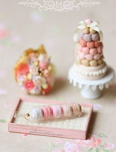 Dollhouse Food Miniatures - Assorted Pink Macarons in Cellophane Wrapping - Dollhouse Miniature Pink Pastries Miniature dollhouse cafe ideas Miniture Food, Miniture Things, Miniature Crafts, Miniature Dolls, Polymer Clay Miniatures, Dollhouse Miniatures, Macarons, Cellophane Wrap, Mini Things