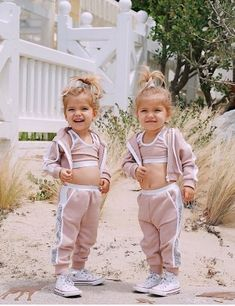 Baby and Dog Funny moments - Funny Baby Video Twin Baby Girls, Cute Baby Girl, Cute Little Girls, Little Babies, Funny Babies, Cute Babies, Baby Girl Fashion, Kids Fashion, Tatum And Oakley