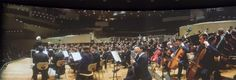 Auf die Panoramaleinwand passen die Berliner Philharmoniker. (Foto: Werner…