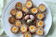 Creatief koken met ei tijdens de Paasdagen: Maak eens 'Scotch Eggs'! Dat zijn heerlijke gehaktballen met ei. Een lekker gefrituurd hapje voor bij de borrel!