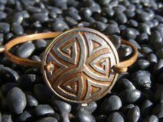 Celtic Knot Bracelet. Etched Coin Bracelet by ManMadeDesign. Celtic Bracelet. Celtic Jewelry. Celtic Knot Jewelry